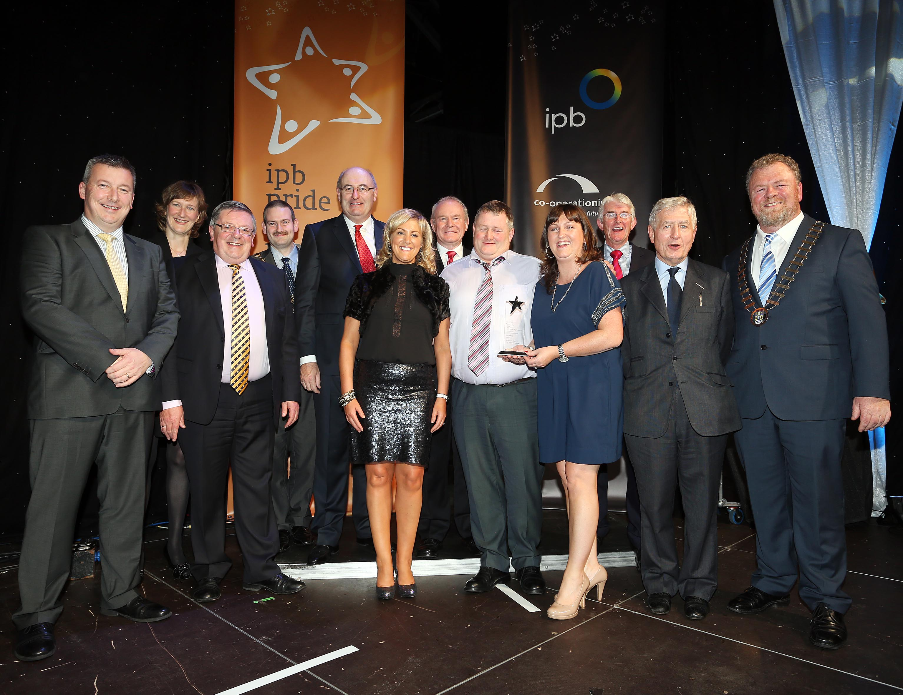 The Mayor Derry, Councillor Martin Reilly, Phil Hogan, TD, Minister for the Environment, Community & Local Government, Deputy First Minister Martin McGuinness, George Jones, chairman, IPB, Christopher Moran, chairman,Co-operation Ireland and Tom Dowling, chairman, Pride of Place, with awards winners from Miltown Malbay, County Clare. Photo Lorcan Doherty Photography
