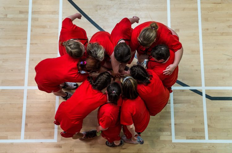 The Team Munster womens basketball team huddle together after their Division 1 Final against Team Leinster. Special Olympics Ireland Games, University of Limerick, Limerick. Picture credit: Diarmuid Greene / SPORTSFILE
