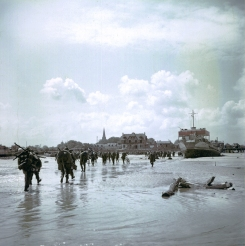 Canadian soldiers landing on Juno Beach, close to where the HMS Orchis struck a mine