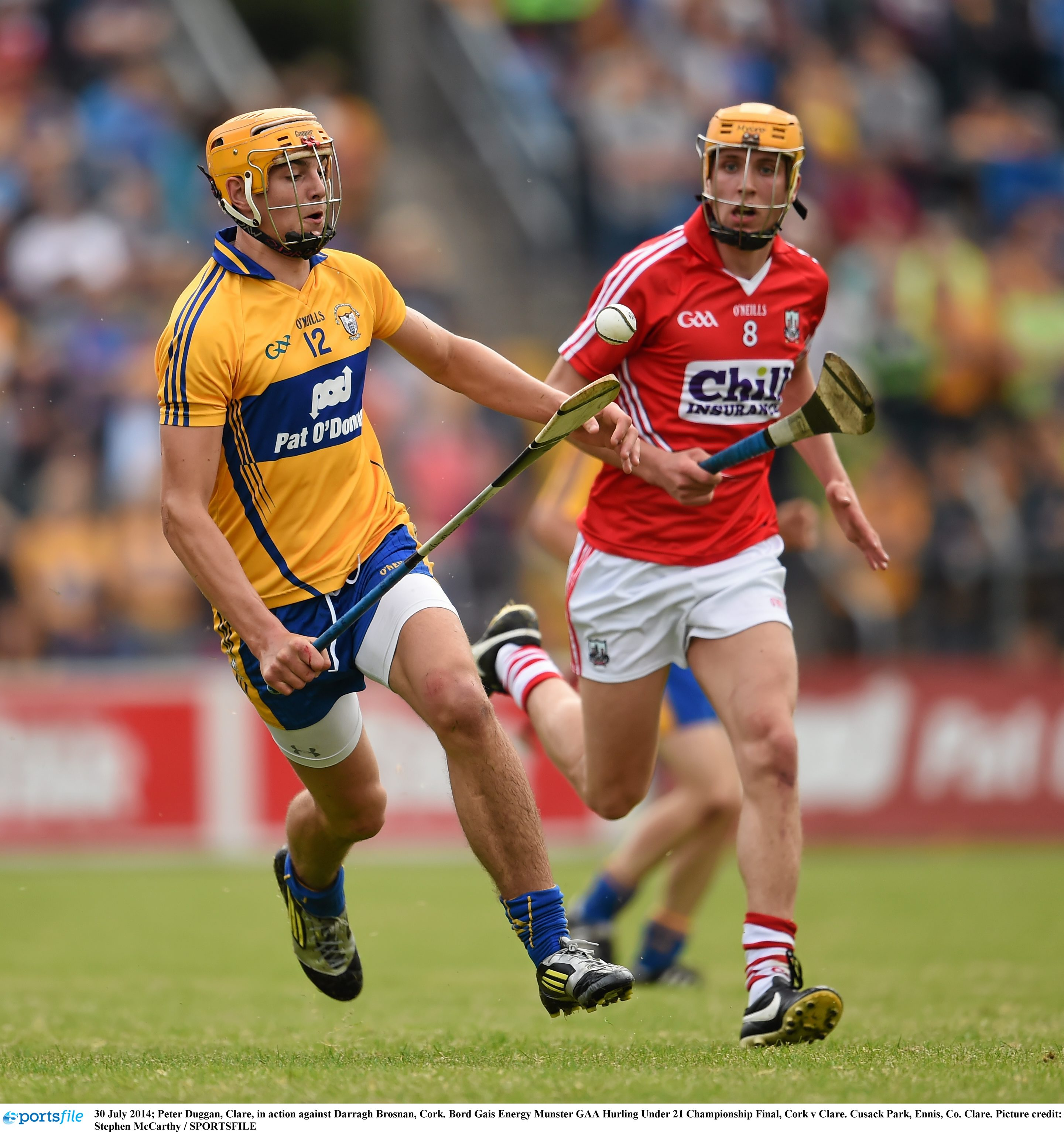 Peter Duggan, Clare, in action against Darragh Brosnan, Cork. Bord Gais Energy Munster GAA Hurling Under 21 Championship Final, Cork v Clare. Cusack Park, Ennis, Co. Clare. Picture credit: Stephen McCarthy / SPORTSFILE