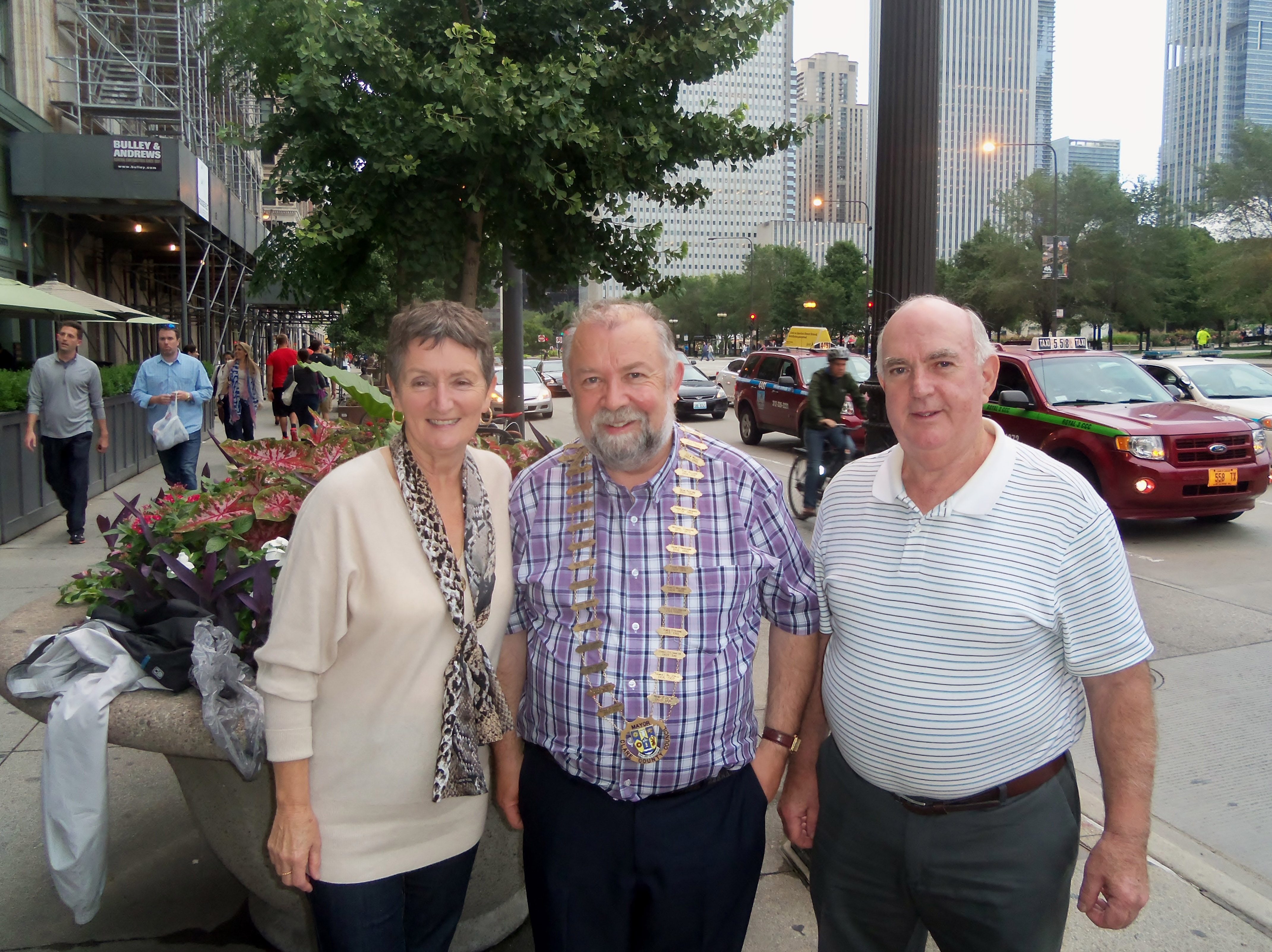 Cathaoirleach of Clare County Council, Cllr John Crowe met with former Shannon Airport employees Margaret and Frank Furey during a visit to Chicago, Illinois, USA.