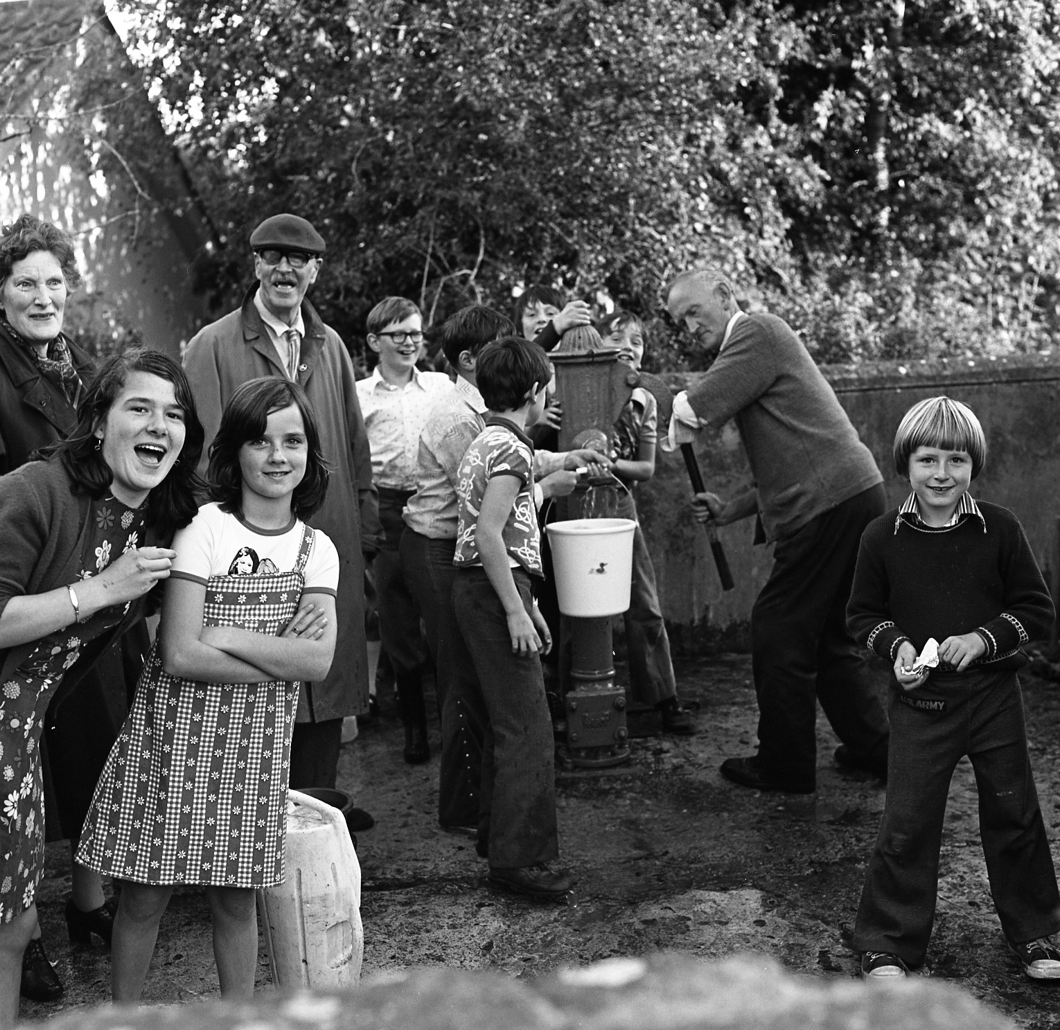 Fetching water at Parteen during the drought of 1977. Photo The Limerick Leader