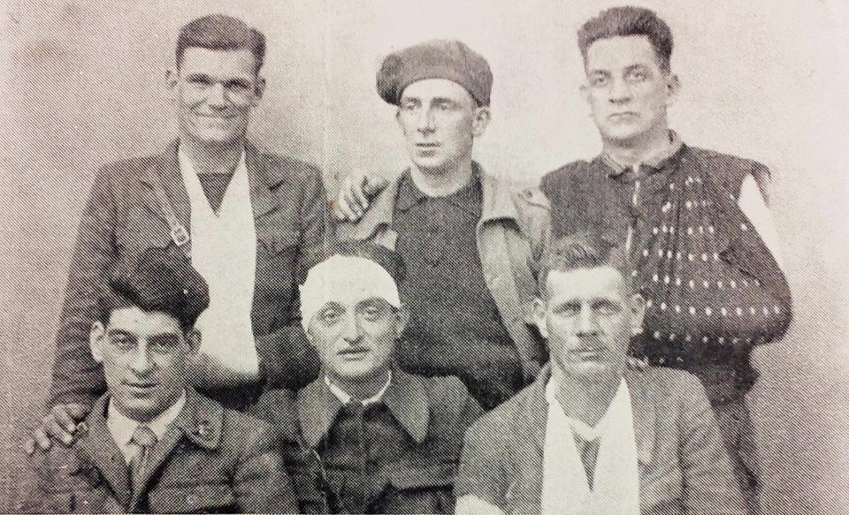 Joe Ryan (centre of back row) and Frank Ryan (back right) with International Brigade colleages. All were injured at Jarama