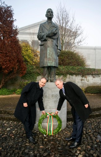 Fianna Fáil Leader Micheál Martin and Timmy Dooley TD lay a wreath at the party's annual Éamon DeValera commemoration in Ennis,County Clare today.Pic Arthur Ellis.