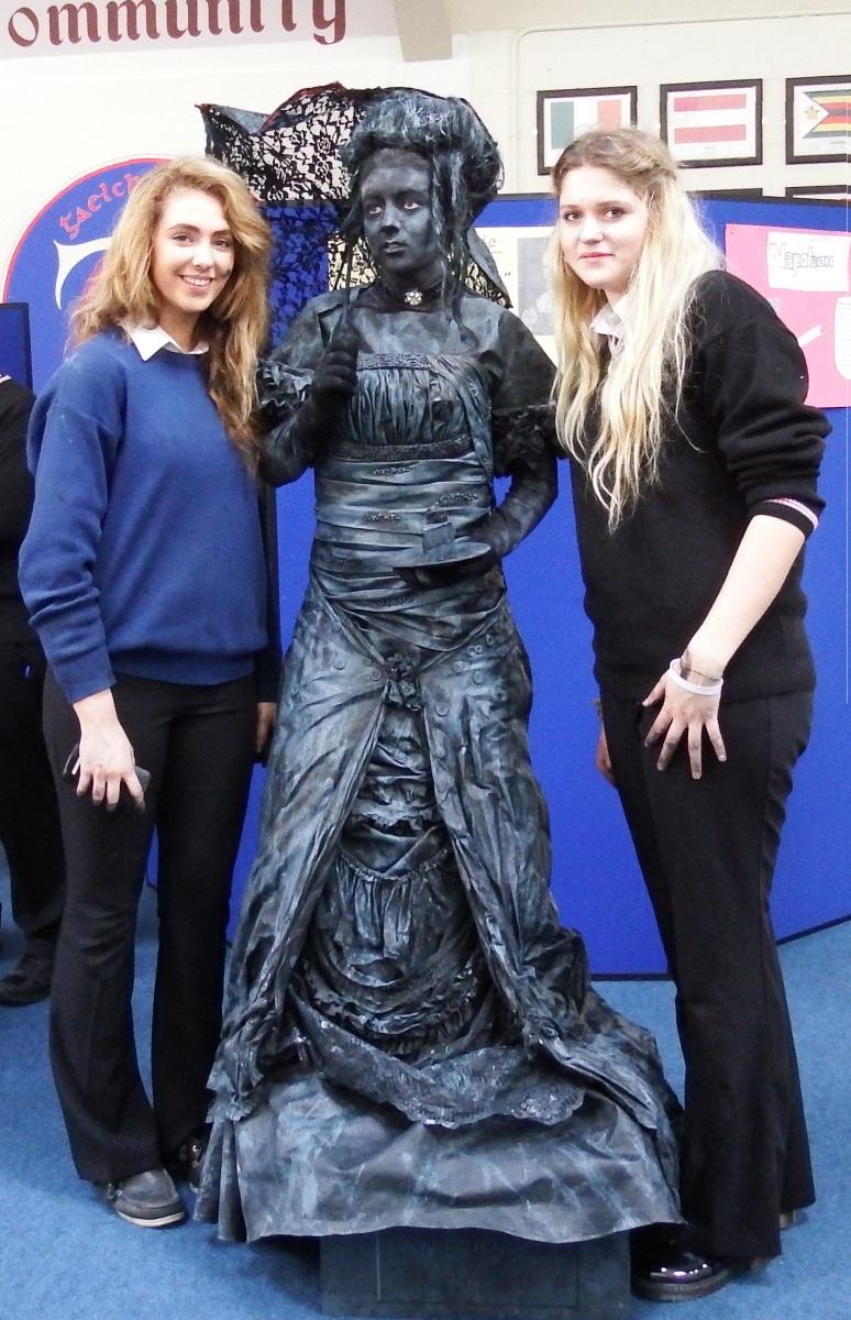 Ennis schools hold fashion show and Christmas fair