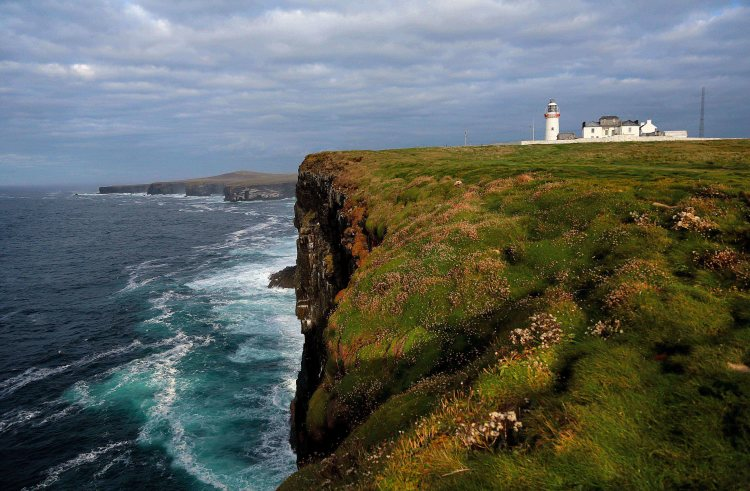 Loop Head Lighthouse, located on the Loop Head Peninsula in County Clare, which is one of the discovery points along a new heritage trail that has been developed on 60km of the Wild Atlantic Way (WAW). Photo Valerie O'Sullivan.
