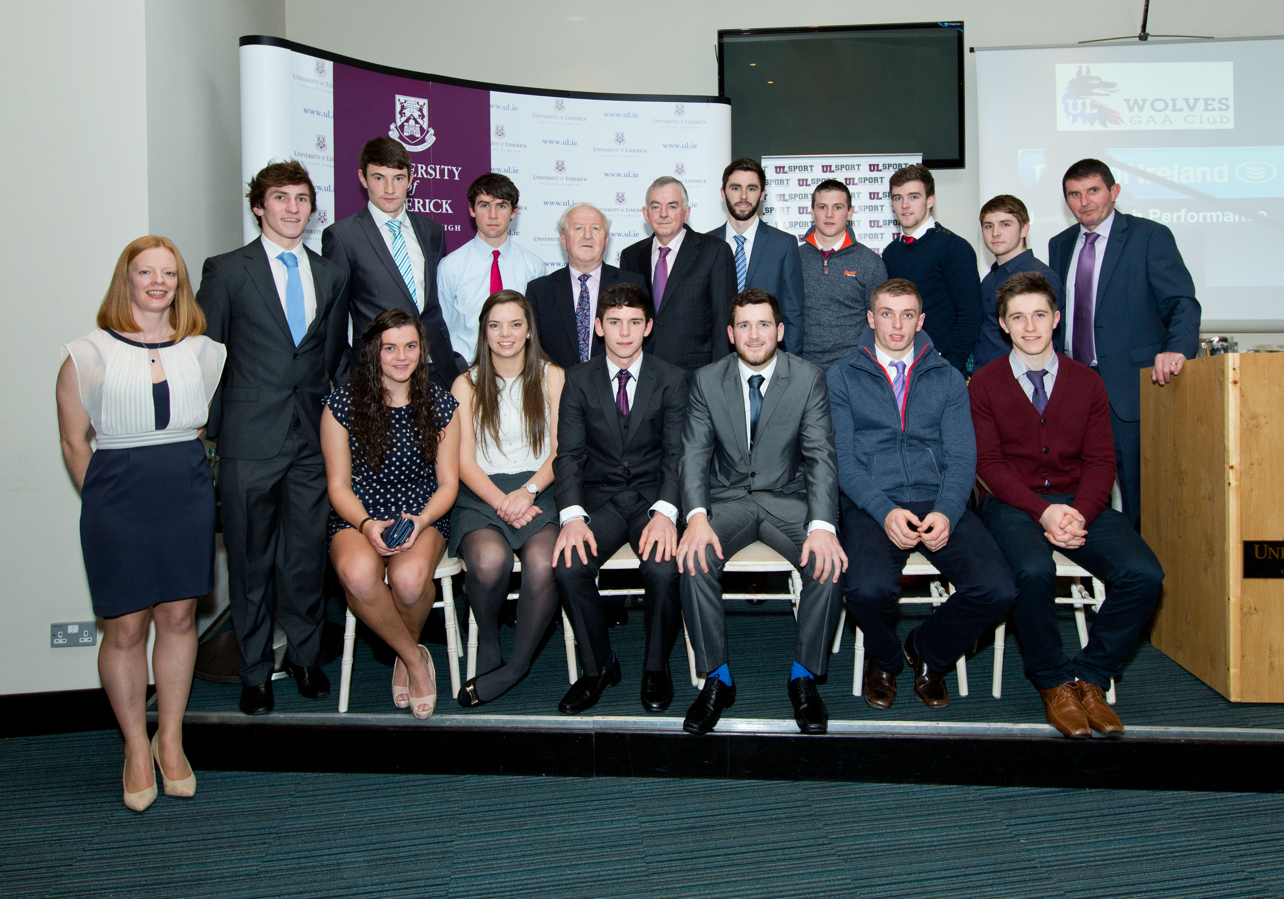 Robert Frost, Munster Council and Prof. Don Barry, President University of Limerick pictured with from front left: Deirdre Murphy, UL, Laura McMahon, Newmarket, Niamh O'Dea, Banner, Cian O'Dea, Kilfenora, Michael Duffy, Kilfenora, David Mc Inerney, Tulla and Colm Crehan, O'Callaghans Mills. Back row from left: Ian Galvin, Clonlara, David Fitzgerald, Adam McGuane, Kilmaley, Keith Hogan, Clooney/Quin, Jack Malone, Tony Kelly, Ballyea, Michael O'Neill, Kilmaley and John Lenihan at the first UL GAA, Bank of Ireland High Performance Scholarships at the University of Limerick.