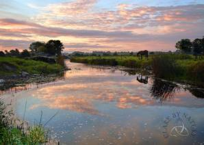 Dawn along the banks of the River Fergus in Corofin. Image Clare by Nature https://www.facebook.com/clarebynature