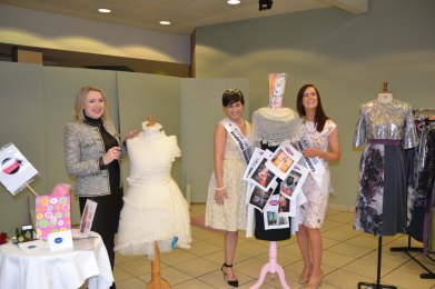 Clare Rose Joanne O'Gorman (right), Rose of Tralee Maria Walsh (centre) and Clare Designer and coordinator of Ennis Fashion Week, Tess Purcell (left). Credit Catherine O'Hara