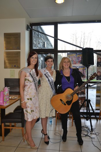 Voice of Ireland contestant Kate Purcell (right) pictured with Clare Rose Joanne O'Gorman (left) and Rose of Tralee Maria Walsh (centre). Credit Catherine O'Hara