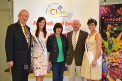 Deputy Mayor of Ennis Cllr James Breen and Intl Rose of Tralee Maria Walsh with Clare Rose Joanne O Gorman and her parents. Credit Catherine O'Hara