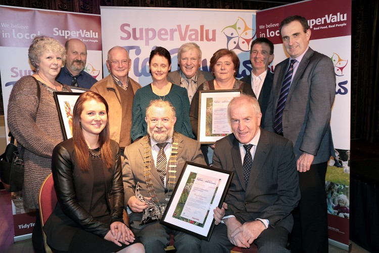 Minister for the Diaspora, Jimmy Deenihan, presenting the SuperValu Fáilte Ireland, South West and Mid-West Region TidyTowns Awards athe Gleneagle Hotel, with Grace O'Dwyer, Supervalu, Brand Manager, in association with the Department of the Environment, Community and Local Government, Tidy Towns members from County Clare, with Cllr John Crowe, Chairman, Clare County Council, Carmel McNamara, Tom McNamara, Pj McMahon, Rose Irwin, Murt Collins, Mary Woods, Paul Edson, Gerard Dollard, Director of Services Clare County Council.Photo:Valerie O'Sullivan