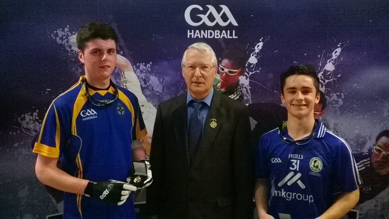 Fergal Coughlan (left) receives his medal off GAA Handball President and Newmarket-on-Fergus clubman Willie Roche.