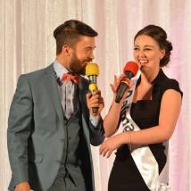 Katie Monaghan with MC Deric Ó h'Artagáin. Picture Credit - Mahony Photography